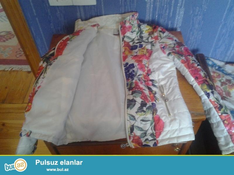 8-9 yashli qiz ushaglari ucun paltarlar satilir,qiymetler cox serfelidir.Xirdalanda evde yerleshir,buyurub gelib baxa bilersiz